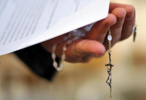 Katholische-Kirche-steht-nach-Stopp-der-Missbrauchsstudie-in-Kritik_pdaArticleWide