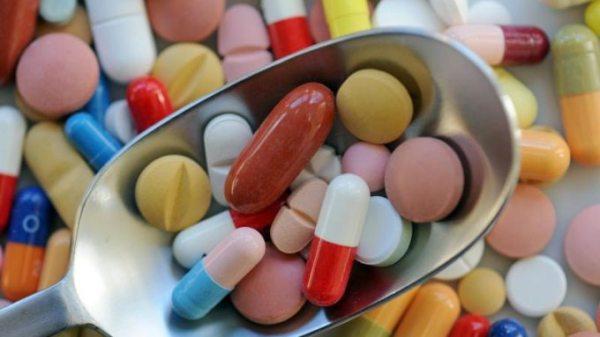 Viele-aeltere-Menschen-schlucken-zu-viele-Nahrungsergaenzungsmittel