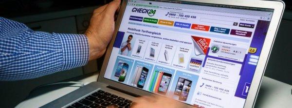 Computerbildschirm mit dem Angebot des Online Vergleichsportals Check24 Vergleichsportal Mobilfun