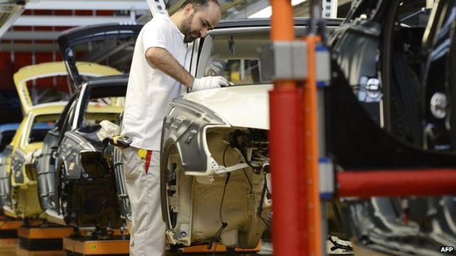 _83080055_auto_worker
