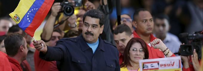 2015-06-27T020337Z-765162824-GF10000140602-RTRMADP-3-VENEZUELA-POLITICS