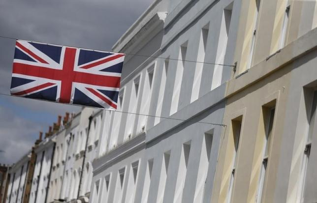 A Union flag hangs across a street of houses in London, Britain June 3, 2015.  REUTERS/Suzanne Plunkett - RTR4YNIB