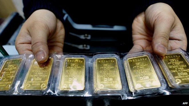 _84369417_gold_bars