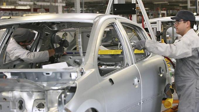 Produktionshalle-von-PSA-Peugeot-Citroeen-in-Trnava-in-der-Slowakei-Von-den-derzeit-45-Modellen-des-franzoesischen-Autobauers-sollen-nur-26-erhalten-bleiben
