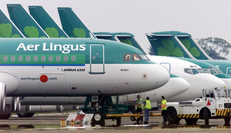ground-crew-are-seen-parking-aer-lingus-airbus-a320-away-passenger-terminals-dublin-airport
