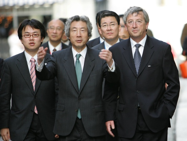 Sommet UE-Japon, visite officielle au Luxembourg de SEM Junichiro KOIZUMI Premier ministre du Japon. Acceuil et visite de la vielle ville par le Premier ministre Jean Claude Juncker. photo sip/luc Deflorenne