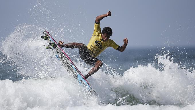 2015-09-09T175730Z-1062798959-GF10000199311-RTRMADP-3-MOROCCO-SURFING