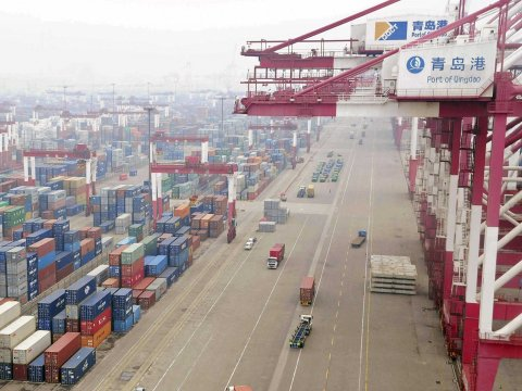 china-qindao-trading-shipping-container-port