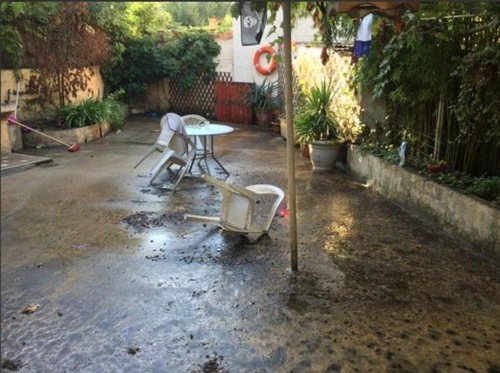 2D10F75900000578-3259269-Ruined_Homes_and_gardens_were_ruined_by_the_flooding_in_Cannes_w-a-72_1443955238490