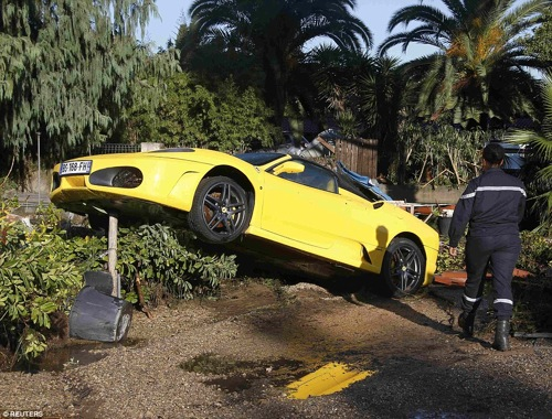2D113EDF00000578-3259269-Natural_disaster_Heavy_flooding_in_the_French_Riviera_Biot_pictu-a-78_1443955238503