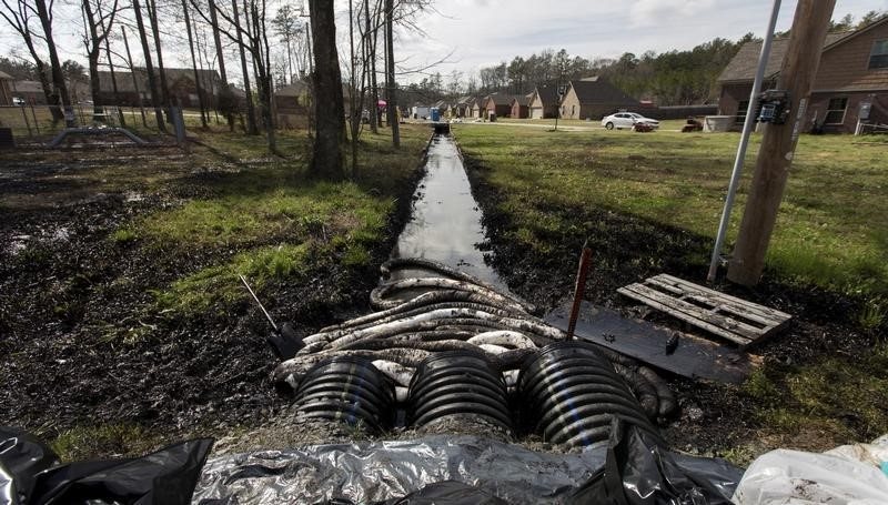 Spilled crude oil is seen in a drainage ditch near evacuated homes near Starlite Road in Mayflower, Arkansas March 31, 2013.  REUTERS/Jacob Slaton
