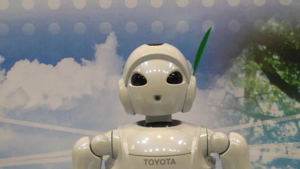 Inteligenta-Artificiala-la-volan--Toyota-investeste-un-miliard-de-dolari-in-robo-masina