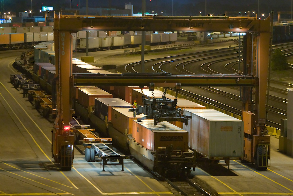 BNSF-Intermodal-Yard-at-Night