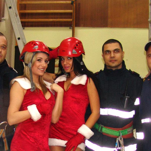 fetele-de-la-senzual-craciunite-pentru-pompieri-1