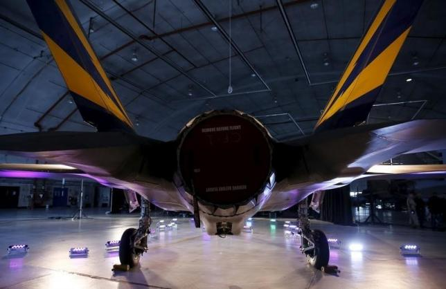 The engine and tail section of a Lockheed Martin F-35 Lightning II fighter jet is seen in its hanger at Patuxent River Naval Air Station in Maryland October 28, 2015.     REUTERS/Gary Cameron