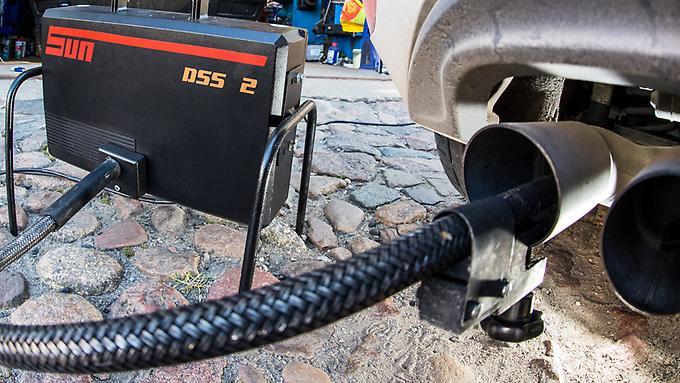 Wer-Nachteile-durch-die-Umruestung-von-VW-befuerchtet-kann-sein-Auto-im-Abgaslabor-des-ADAC-ueberpruefen-lassen