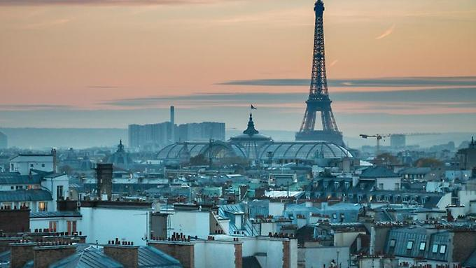 Wieder-alles-in-Ordnung-unter-dem-Eiffelturm-Nach-den-Anschlaegen-im-Herbst-ging-die-Zahl-der-Parisbesucher-deutlich-zurueck
