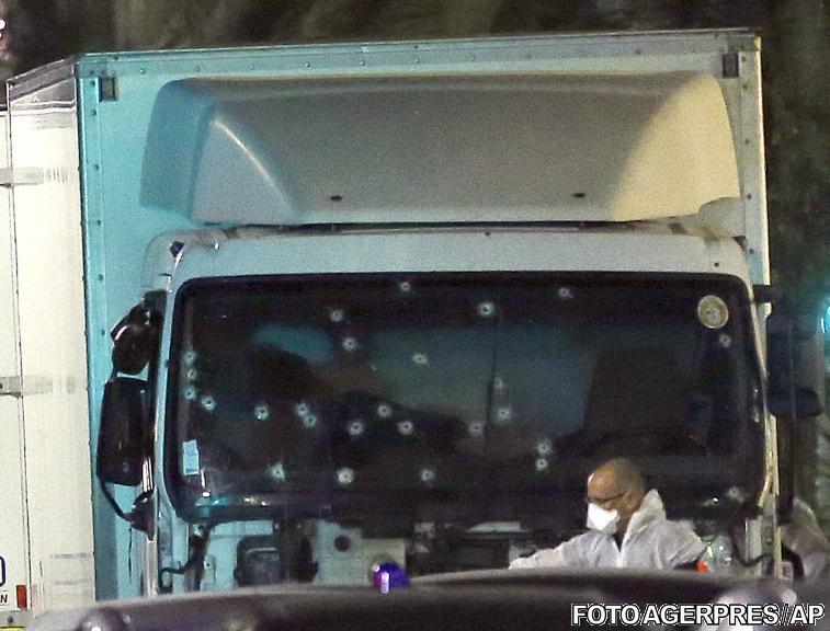 image-2016-07-15-21159105-41-camionul-atacatorului-parbrizul-ciuruit-gloante