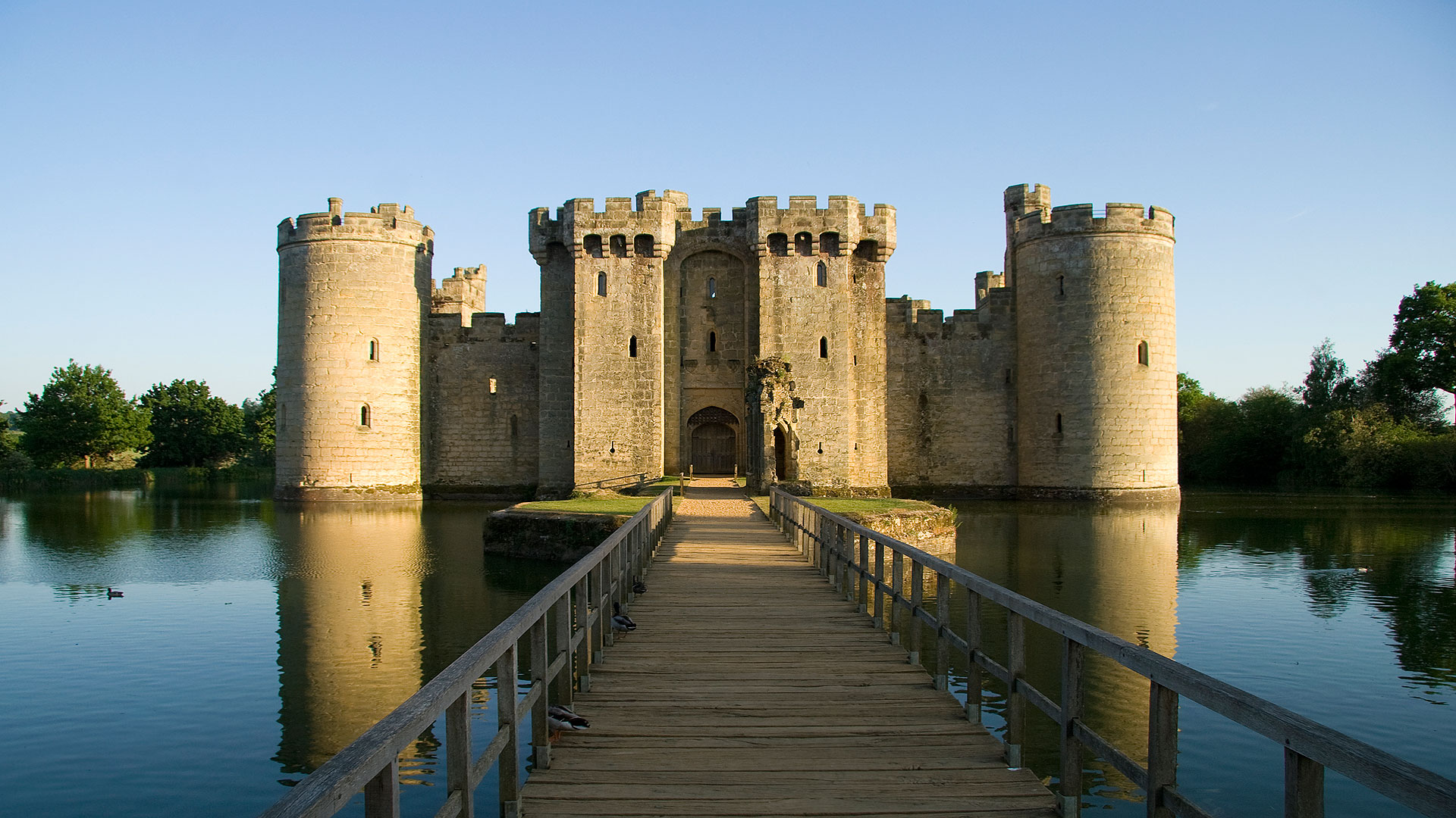 eastbourne-attractions-background-bodiam-castle