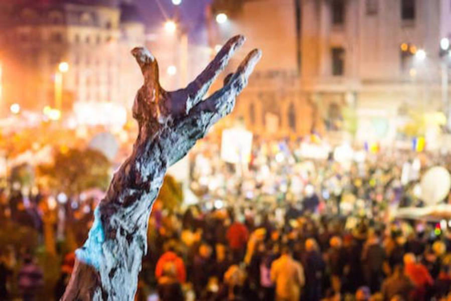 image-2015-11-18-20602519-70-protestele-colectiv