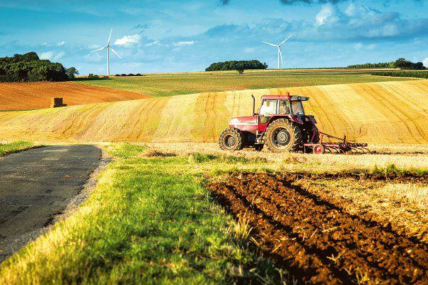 08-09-tractor-shutterstock-33-605x