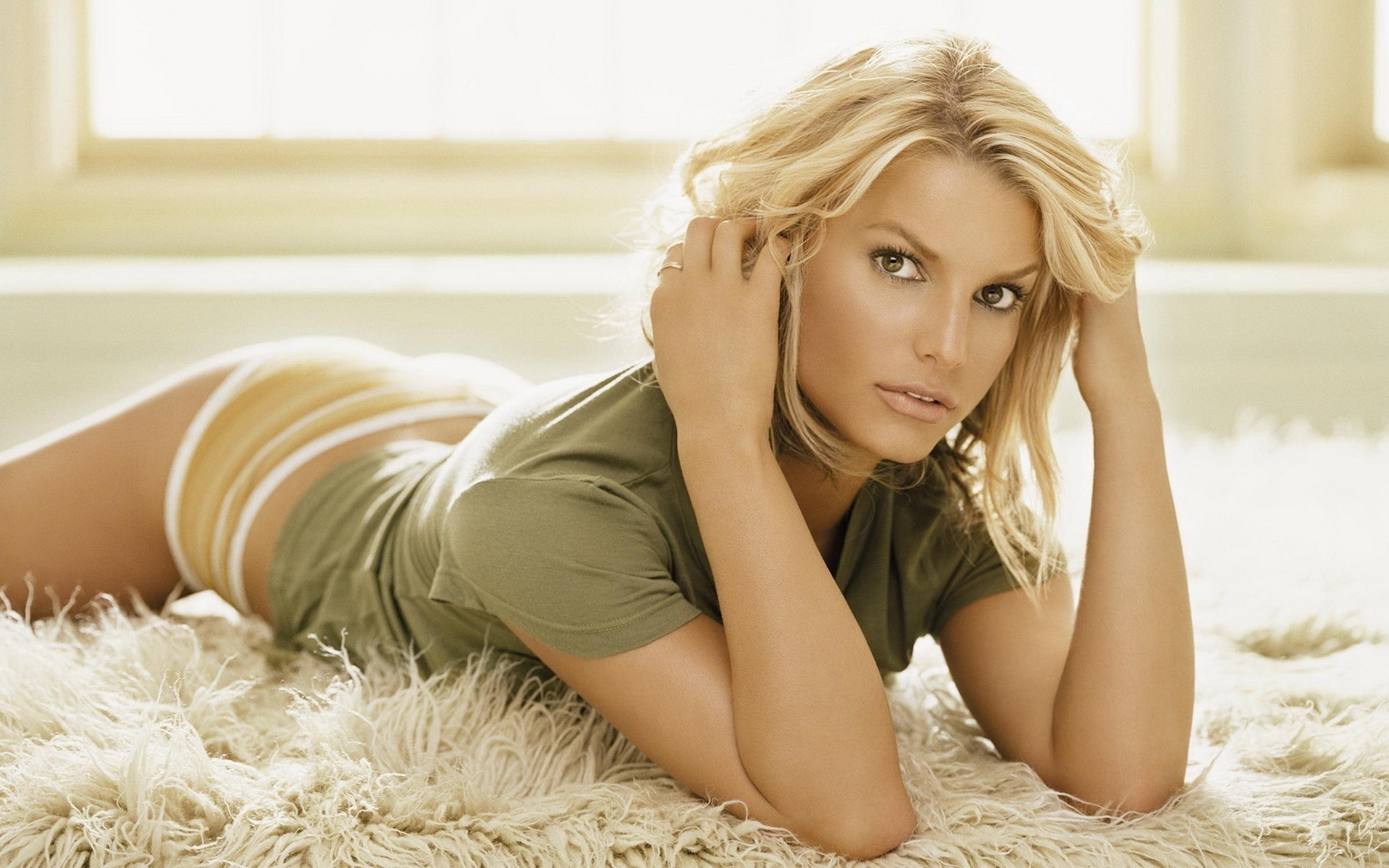 1303478517_girls_blonde_jessica_simpson