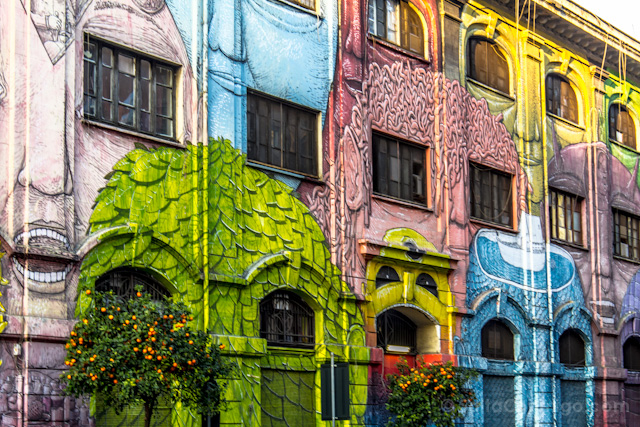 roma-diferente-ostiense-graffiti-blu