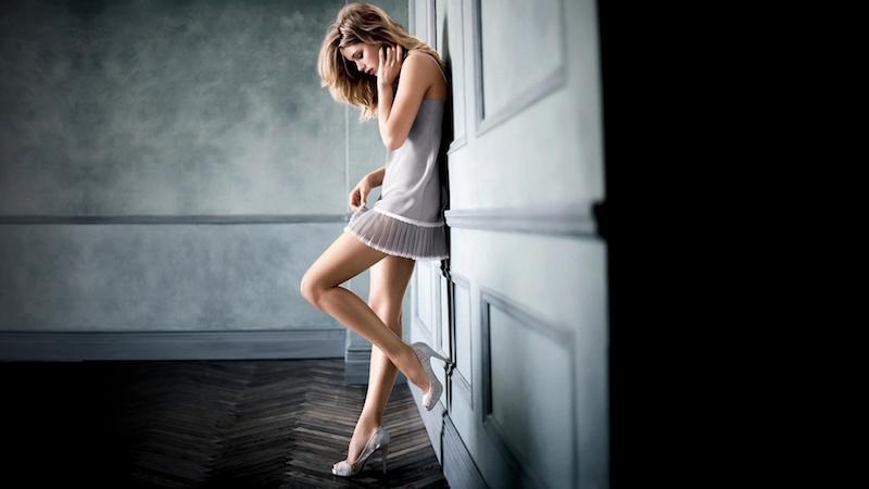 beautiful-girl-at-night-wallpaper-1