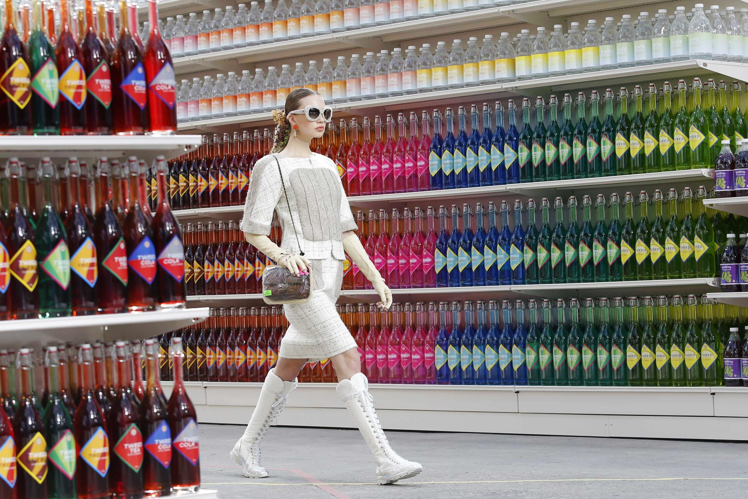 chanel-supermarket-hashion-show