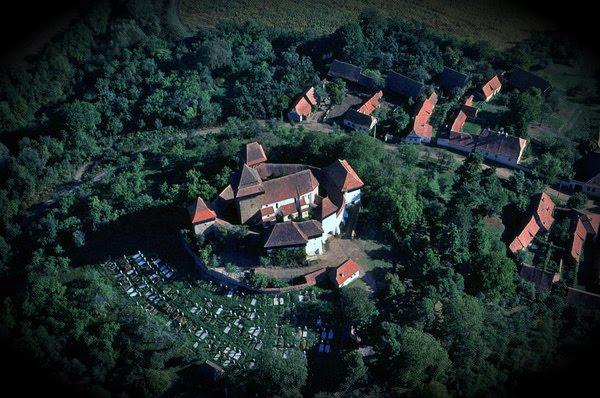 biserica taraneasca fortificata medievala viscri judet Brasov