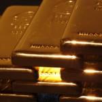 aurul scade