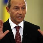 Parlamentul cere demisia presedintelui Traian Băsescu
