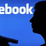 12.000 atacă Facebook