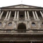 Ratele dobânzilor din Marea Britanie detinute la minimul record de 0,5% pentru încă o lună