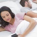 Britanicii petrec mai mult timp pe gadgeturi decât dorm