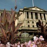 Banca Angliei reduce prognoza pentru salariul minim