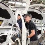 Economia Marii Britanii va creşte cu 2,4% în 2015, cu mult sub aşteptările analiştilor