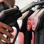 Prețurile în scădere la petrol fac alimentarea mai ieftină