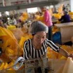 Producţia manufacturieră a Chinei încetinește din nou în noiembrie
