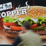 Lucrătorii din fast-food-uri vor primi salarii mai bune