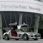 Capitalismul dur-Daimler se desparte de o firma unde muncitorii lucrau 10 ore pe zi