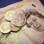 Lira sterlină scade