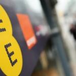 BT cumpără compania de telefonie mobilă EE pentru 12,5 miliarde de lire sterline