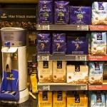 Euro slab face mai scumpă marfa de import, spune Tchibo