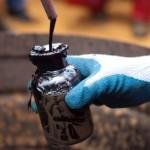 Prețul petrolului scade la  minimul ultimilor şase ani