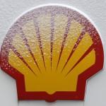 Companiile petroliere renuţă la sute de locuri de muncă