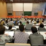 Precum la noi, si industria germană nu cere absolvenți de studii superioare, academicieni, ci specialisti cu aplicatie spre productie