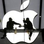 Apple returnează mai mulți bani investitorilor