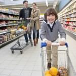 Noua frica guvernamentala, retailerii s-ar putea înţelege între ei să păstreze în profituri reducerea TVA
