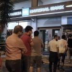 Grecii retrag bani în masă